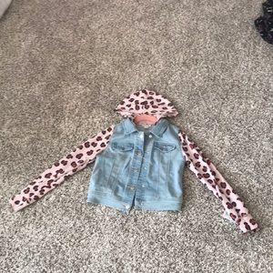 Jean jacket with cheata print